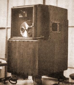 1889 ル・プランスの単レンズ式撮影機.jpg